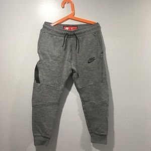 Boys Nike tech pants size M